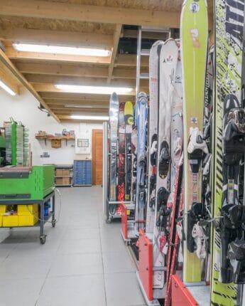 Magasin de sports pour la location et l'entretien de matériel (skis, snowboards, skis de randonnée...)