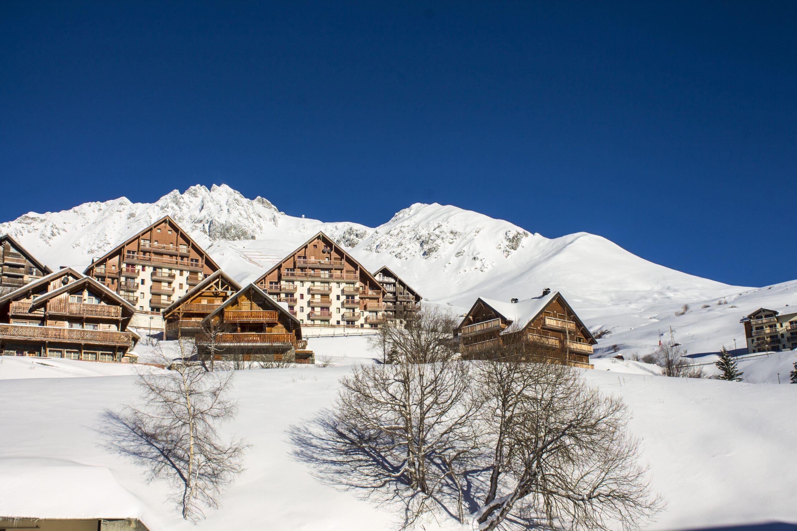 Chalets et résidences de tourisme avec vue sur les pistes de ski