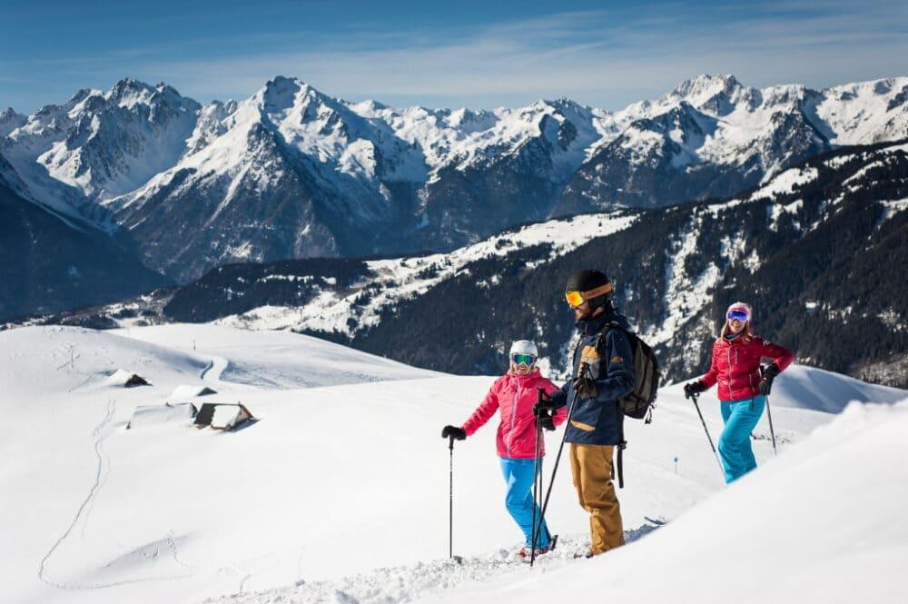 Pause contemplation durant une journée ski entre amis