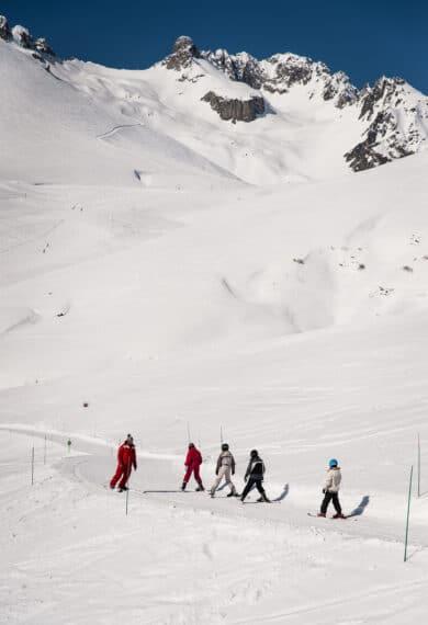 Cours de ski collectif sur la piste Col de la Madeleine